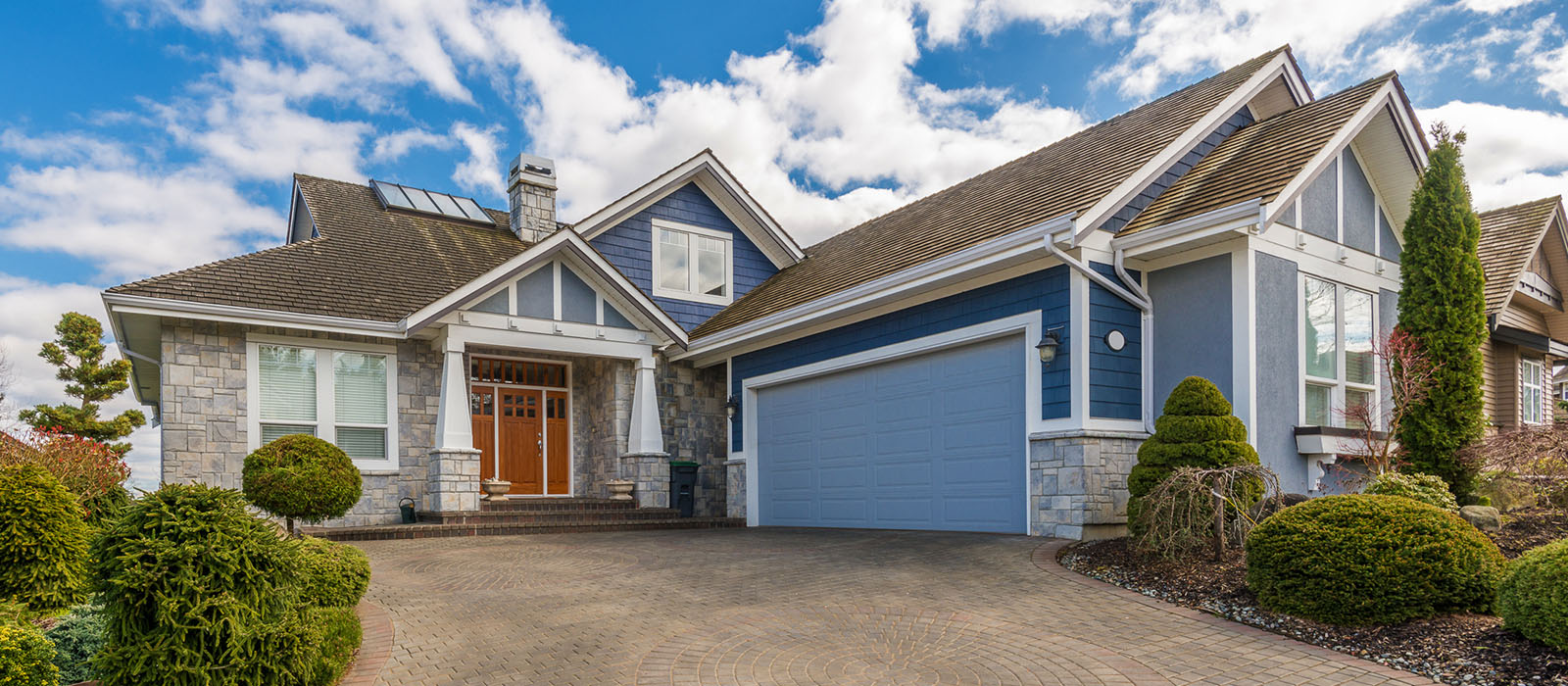 portland-relocation_0011_bigstock-Luxury-house-with-a-two-car-ga-62321123